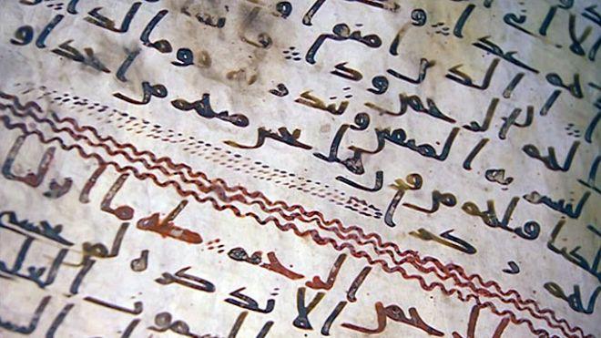 Os fragmentos do Alcorão estão legíveis e a escrita, apesar de antiga, é clara