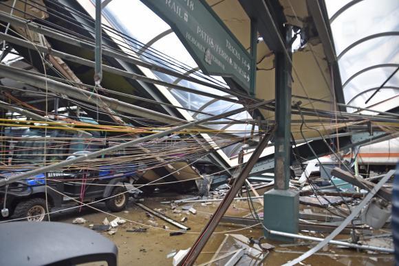 Um trem de passageiros descarrilou ao chegar à Estação Hoboken, em Nova Jersey. A brasileira Fabíola Bittar de Kroon, que aguardava na plataforma da estação morreu no local