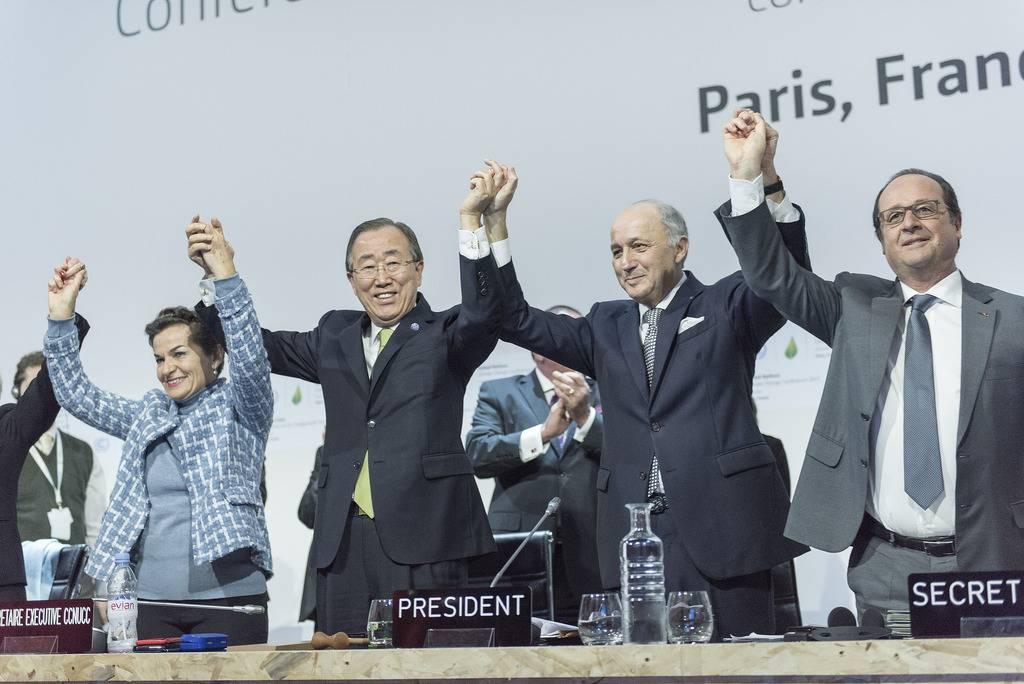 Cerimônia de encerramento da COP21, em Paris. Até o momento, apenas 27 países ratificaram o acordo
