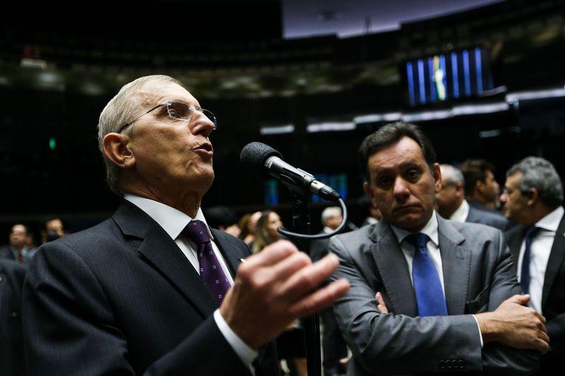 O deputado Darcísio Perondi, relator Proposta de Emenda à Constituição 241 de 2016 que prevê um teto para os gastos públicos por até 20 anos, durante sessão da Câmara para votação da PEC