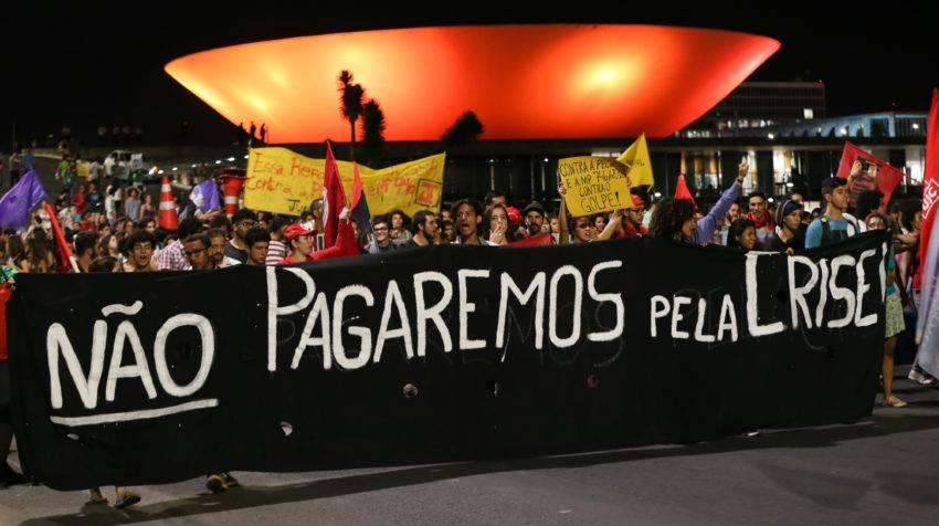 Manifestação de estudantes contra a PEC 241 na esplanada dos ministérios.