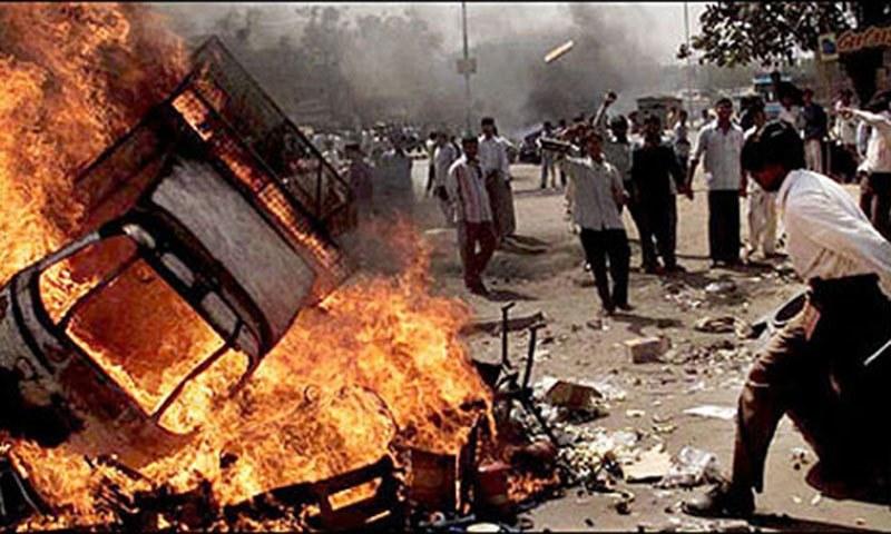 Pelo menos 1000 pessoas, a maior parte muçulmanos, morreram em Gujarat em 2002 em consequência de confrontos violentos entre hindus e muçulmanos.