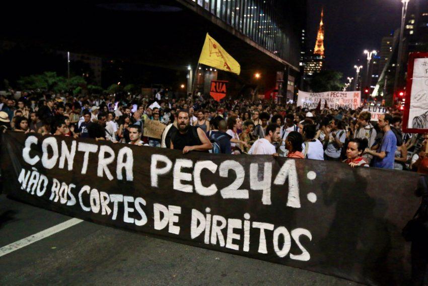 Protesto contra a PEC 241 na avenida Paulista