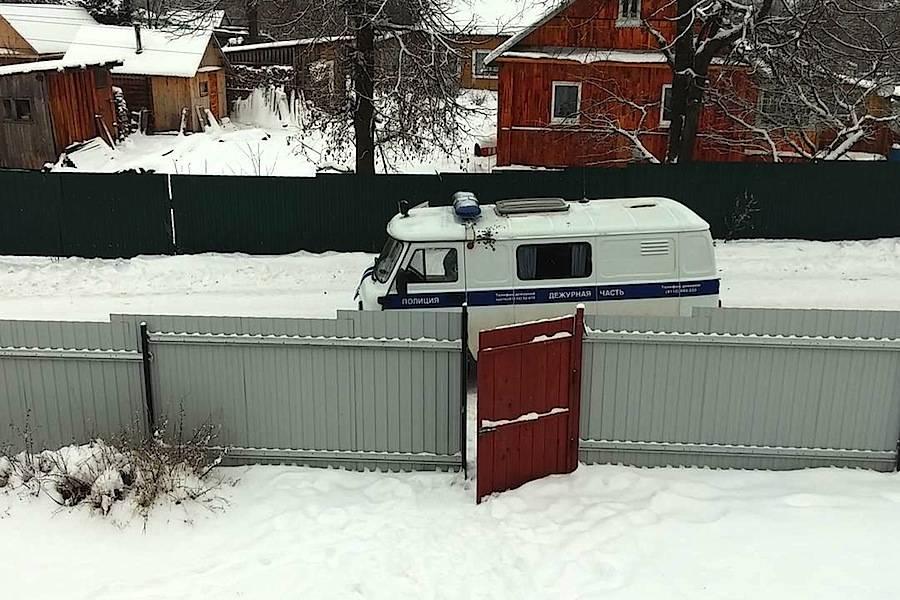 A foto da van da polícia russa com muitas marcas de tiros depois de ser repetidamente alvejada, foi também publicada por Denis no Instagram