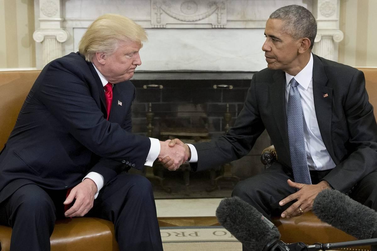 O presidente eleito, Donald Trump, sequer olha na cara do presidente, Barack Obama. O clima foi tenso.