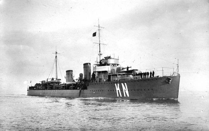 O navio holandês HNLMS Kortenaer naufragou em 1942, no Mar de Java