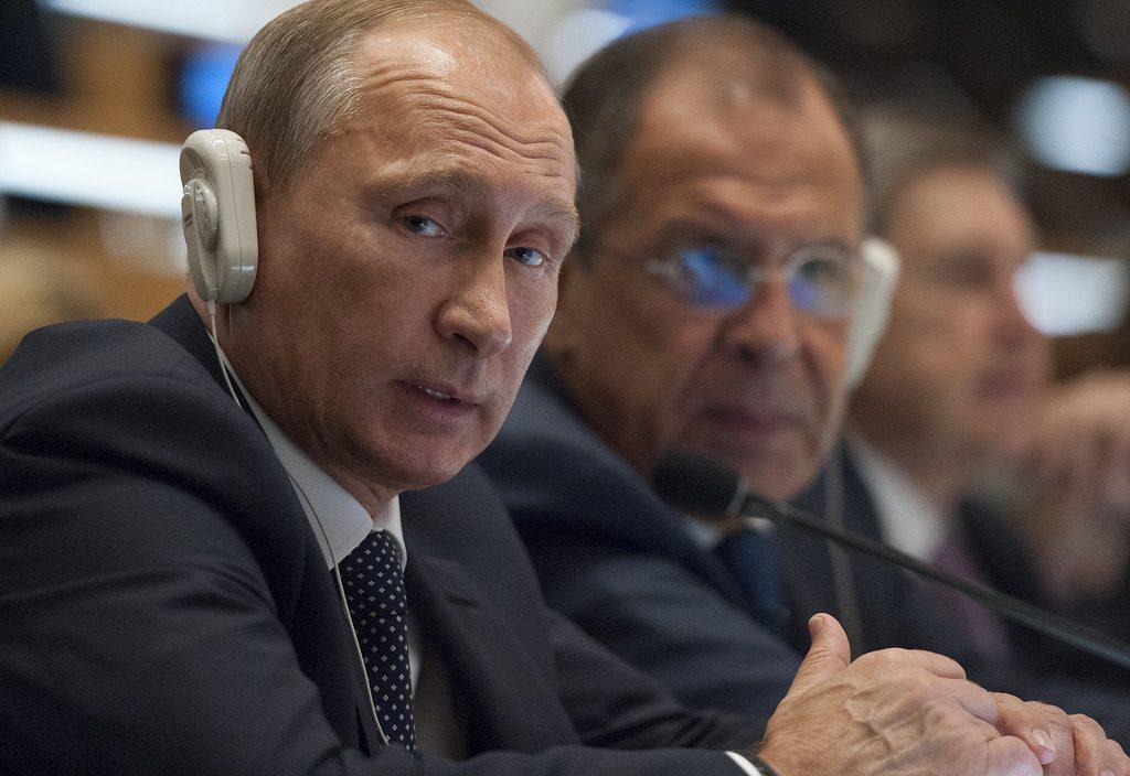 O presidente da Rússia, Vladimir Putin, e o ministro dos Negócios Estrangeiros, Serguei Lavrov