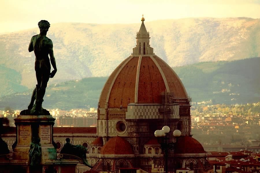 Réplica da estátua de David, de Miguel Angelo, na Piazza della Signoria, em Florença. A original está na  Accademia Gallery, e está em perigo