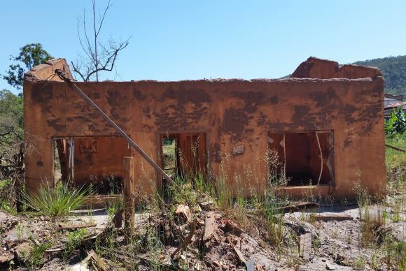A lama de rejeitos se espalhou e destruiu comunidades
