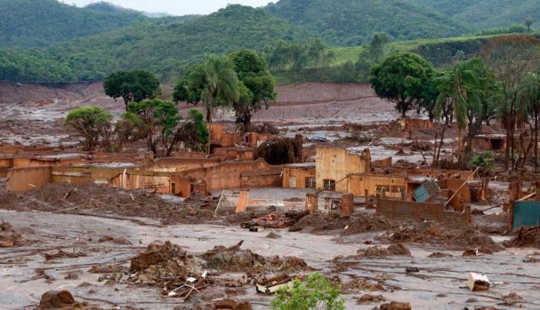 Distrito de Bento Rodrigues, Município de Mariana, Minas Gerais, alguns dias após rompimento da barragem da Mineradora Samarco