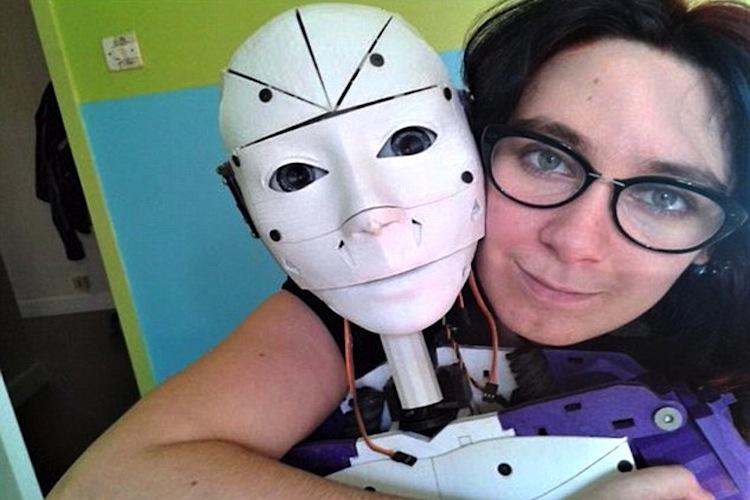 Lilly e o robô InMoovator