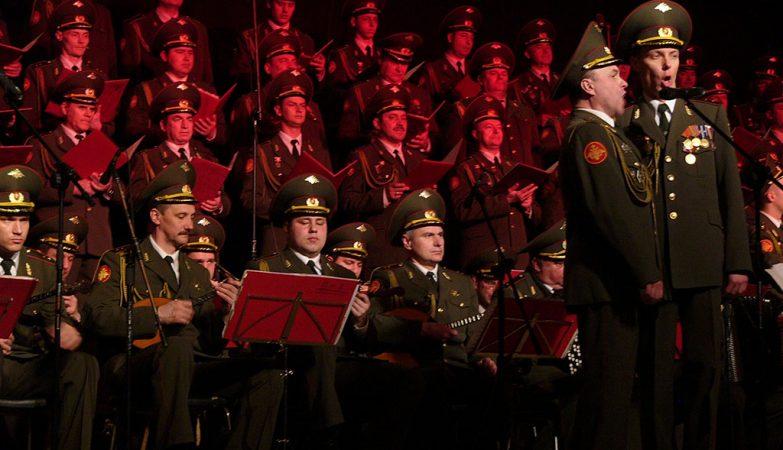 """""""Kalinka"""": atuação do Alexandrov Ensemble, o famoso Coro do Exército Vermelho da Rússia"""