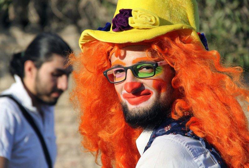 O palhaço sírio Anas al-Basha