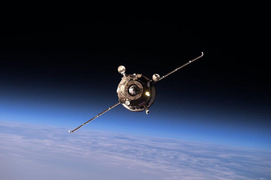 Nave russa Progress MS-02 se aproximando da Estação Espacial Internacional