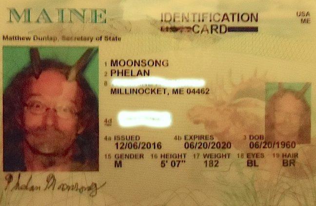 A carteira de motorista de Phelan MoonSong