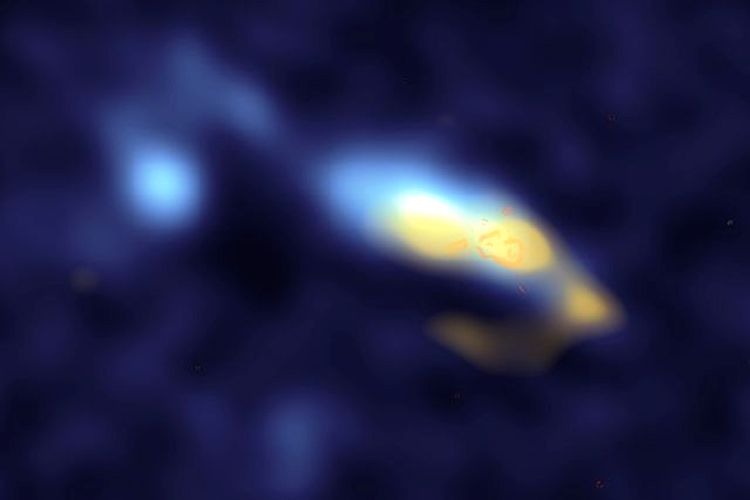 Na galáxia II Zw 40 (a amarelo) a poeira estelar está associada com regiões formadoras de estrelas (laranja)