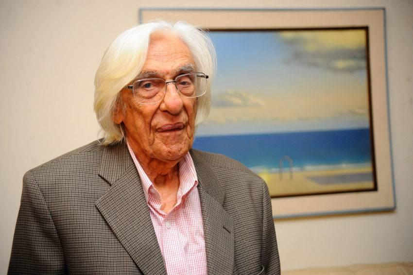 O poeta maranhense Ferreira Gullar foi eleito para Academia Brasileira de Letras para a cadeira 37, sucedendo o poeta e tradutor Ivan Junqueira