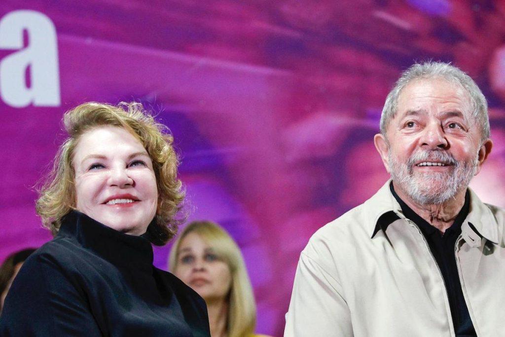 O ex-presidente Luiz Inácio Lula da Silva e a ex-primeira-dama, Marisa Letícia (esq)
