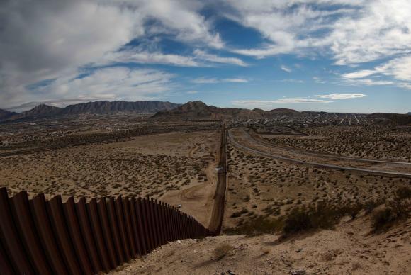 Muro na fronteira entre os Estados Unidos e o México