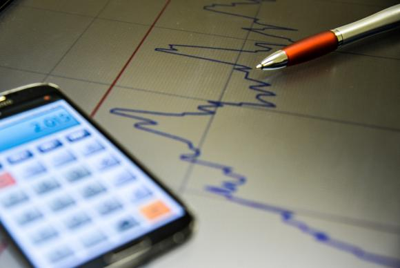 Os cálculos divulgados hoje pelo governo mostram que o atual rombo representa 2,4% do Produto Interno Bruto