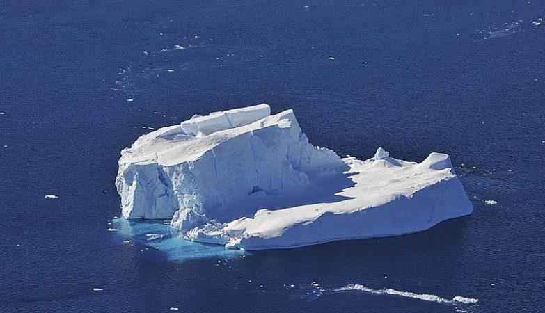 Iceberg à deriva no Mar de Amundsen, na Antártida