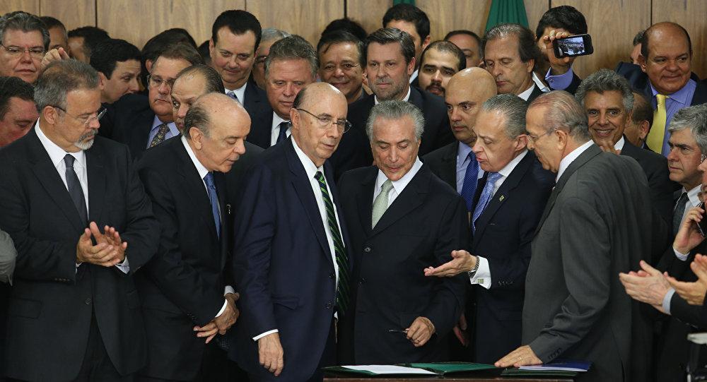 Em sua maioria, os ministros do governo de Michel Temer respondem a acusações de terem feito uso indevido de aviões da Força Aérea Brasileira