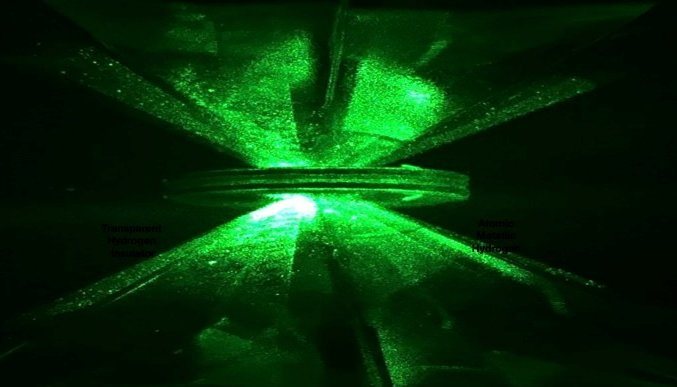 Os pesquisadores usaram dois diamantes sintéticos para 'esmagar' hidrogênio líquido e transformá-lo em metal