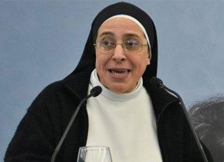 A freira argentina Lucía Camaran que é polémica e famosa em Espanha.