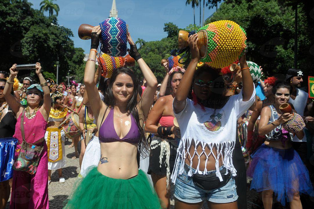 O bloco Mulheres Rodadas, do carnaval não oficial do Rio, é um dos que retiraram do repertório letras polêmicas