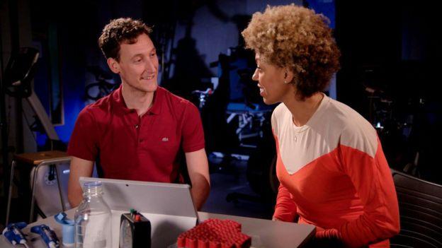 Matt Cocks (esq) teve mais dificuldade para controlar nível de sangue no corpo após dieta rica em gordura do que Zoe Williams (dir)