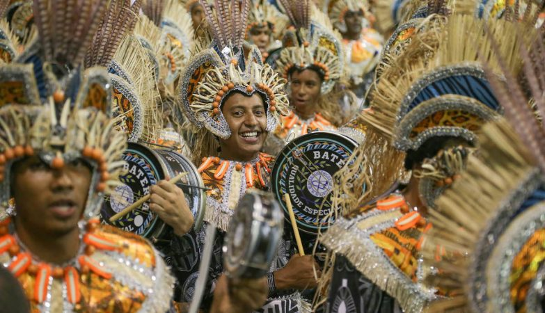 São Paulo - Desfile da Escola de Samba Acadêmicos do Tatuapé durante o primeiro dia dos desfiles das escolas de samba do grupo especial de São Paulo