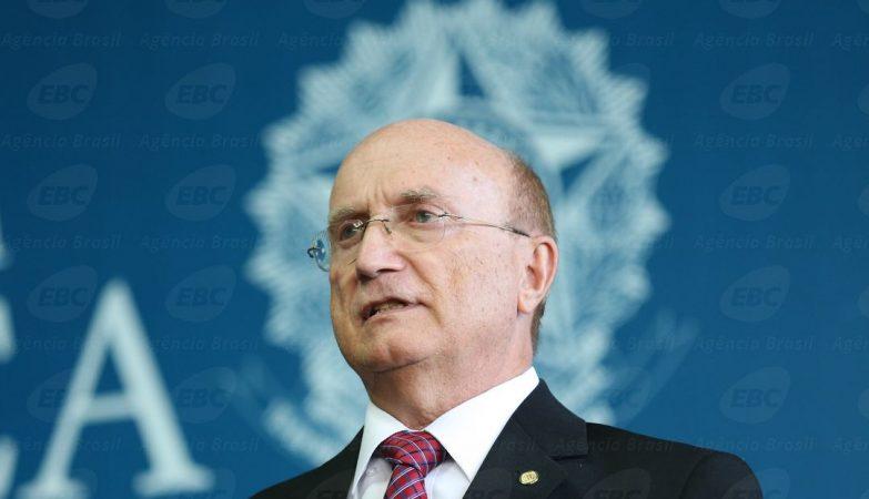 O ministro da Justiça, Osmar Serraglio, assinou protocolo de intenções com as principais medidas para fiscalização e repressão ao contrabando