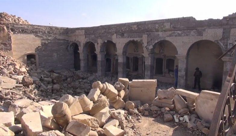 Ruínas da mesquita sunita, onde estava o Templo de Jonas, em Mosul, destruída pelo EI em 2014