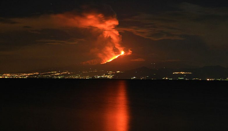 Vulcão Etna em erupção anterior