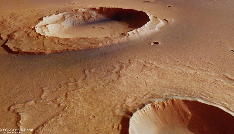 Vista em perspectiva da cratera marciana de Worcester
