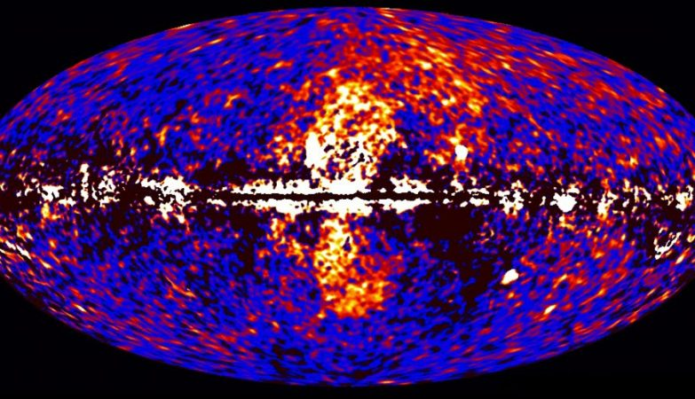 As bolhas de Fermi (no centro da imagem) se formaram a partir do gás emanado do buraco negro e têm uma massa equivalente a dois milhões de sóis