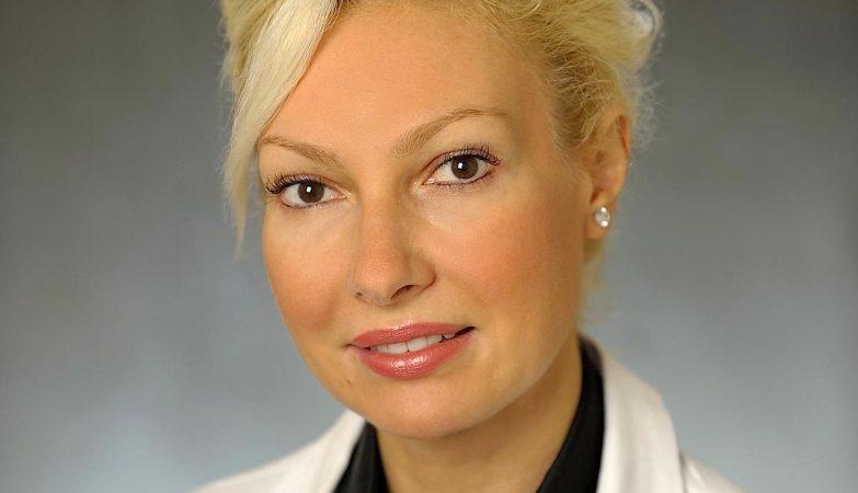 A médica Ivona Percec, professora de cirurgia na divisão de Cirurgia Plástica e cirurgiã do Centro de Aparência Humana Penn Medicine, nos EUA