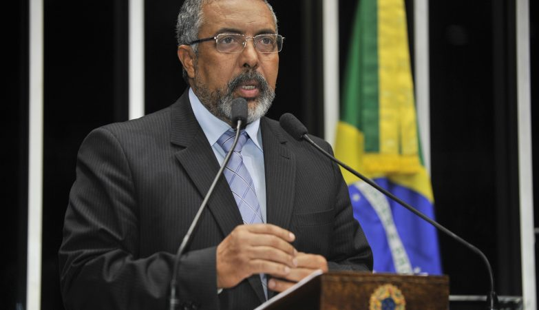 O senador Paulo Paim, presidente da CPI da Previdência