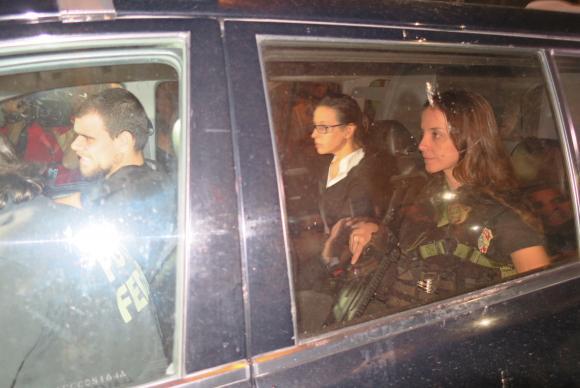 A ex-primeira-dama Adriana Ancelmo chega em sua casa, no Leblon, onde vai cumprir prisão domiciliar, após quase quatro meses presa em