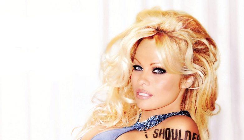 ALL ANIMALS HAVE THE SAME PARTS - Pamela Anderson em campanha para a PETA