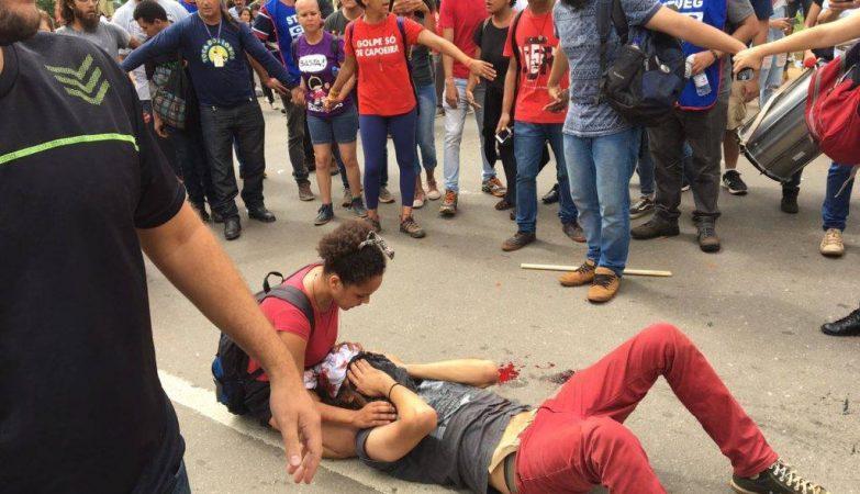 O estudante ferido durante manifestação está na UTI Mateus Ferreira da Silva, de 32 anos, foi atingido na cabeça durante um tumulto na Praça do Bandeirante