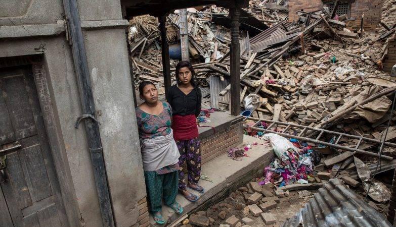 Cenário de destruição após o terremoto que deixou mais de nove mil mortos no Nepal em 2015
