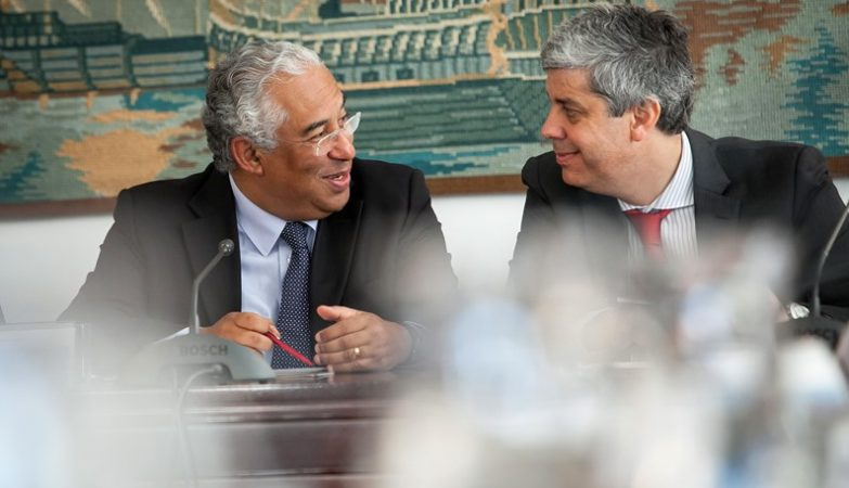Primeiro-Ministro de Portugal, António Costa, com o Ministro das Finanças português, Mário Centeno