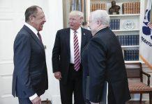 O presidente Donald Trump no encontro, realizado na Casa Branca, com o ministro dos Negócios Estrangeiros russo, Sergei Lavrov, e o embaixador russo nos EUA, Sergei Kislyak