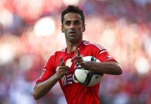 """Jogadores como Jonas, do Benfica, ou Griezman, do Atlético Madrid, comemoram seus gols """"disparando"""" tiros com as mãos"""