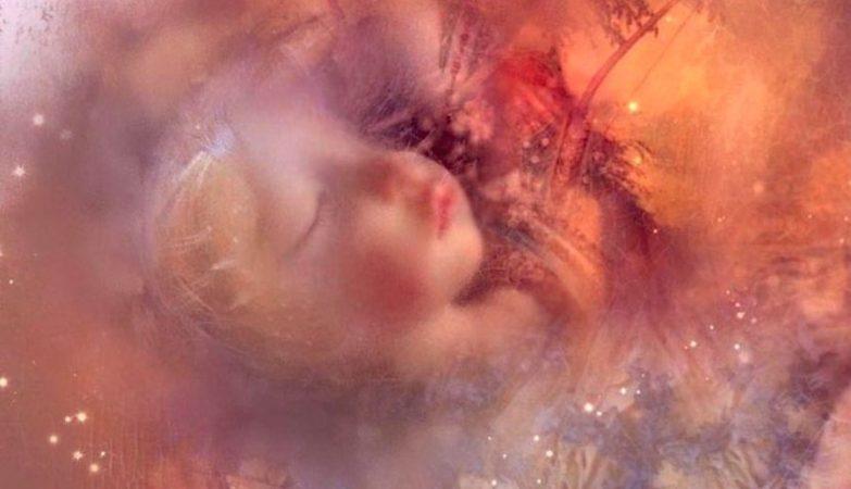 """Quando foi encontrado, o corpo da criança tinha mofo na mandíbula e algumas manchas brancas no lábio inferior. A artista gráfica retocou uma foto da criança """"para que Edith pareça bonita de novo"""""""