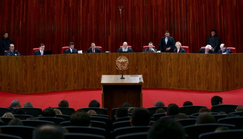 O Tribunal Superior Eleitoral (TSE) retomou ontem (6) à noite o julgamento da ação em que o PSDB pede a cassação da chapa Dilma-Temer, vencedora das eleições presidenciais de 2014