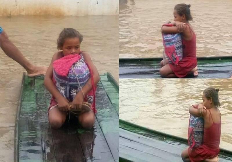 Rivânia salva livros de enchente