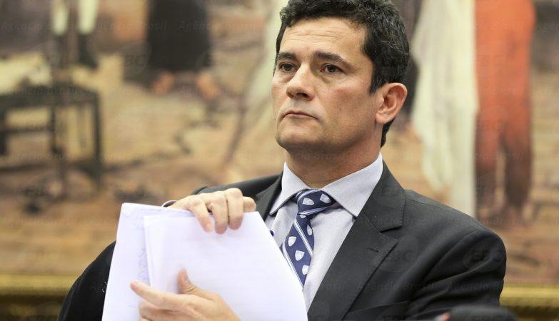 Resultado de imagem para Moro condena ex-diretor da Petrobras e outros 12 na Lava Jato