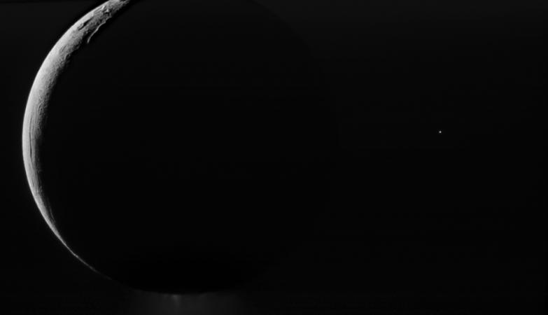 Nasa revela imagem que mostra lua de saturno com gua for Mostra nasa
